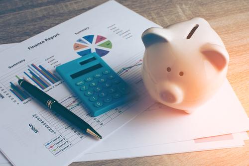 Jährliche Zahlweise bei Versicherungen – günstiger oder nicht? (Foto: Shutterstock)
